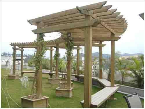 当房屋在地震中晃动时,木结构仍然可以保持结构的稳定和完整.