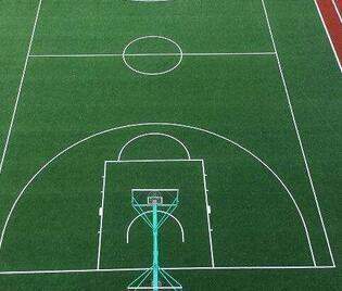 泰山区足球场上人造草坪