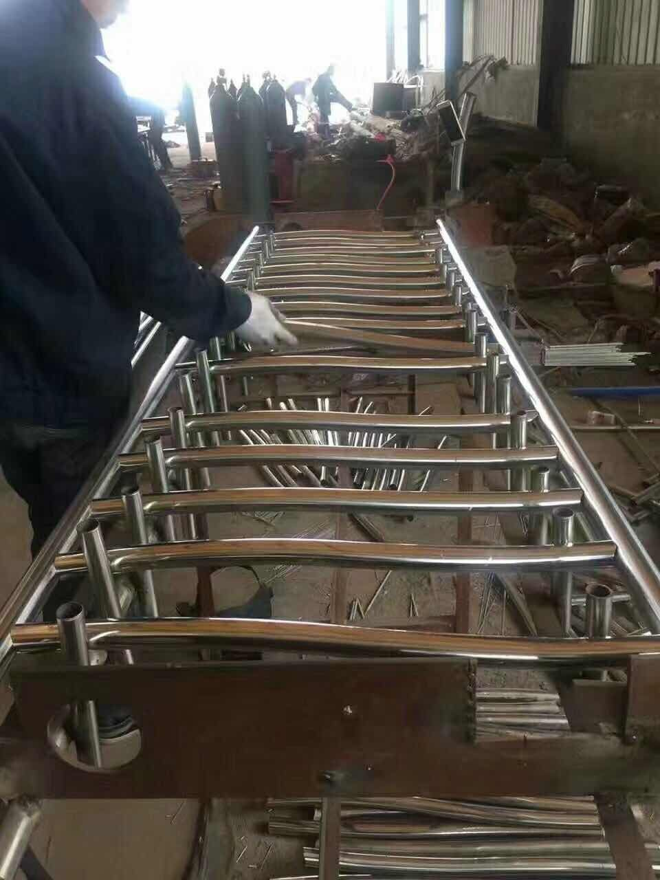 黄石黄石港区不锈钢复合管护栏照片