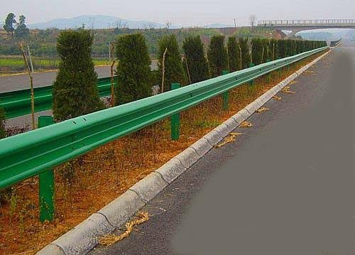 呼倫貝爾牙克石高速公路波形護欄滄州好廠家
