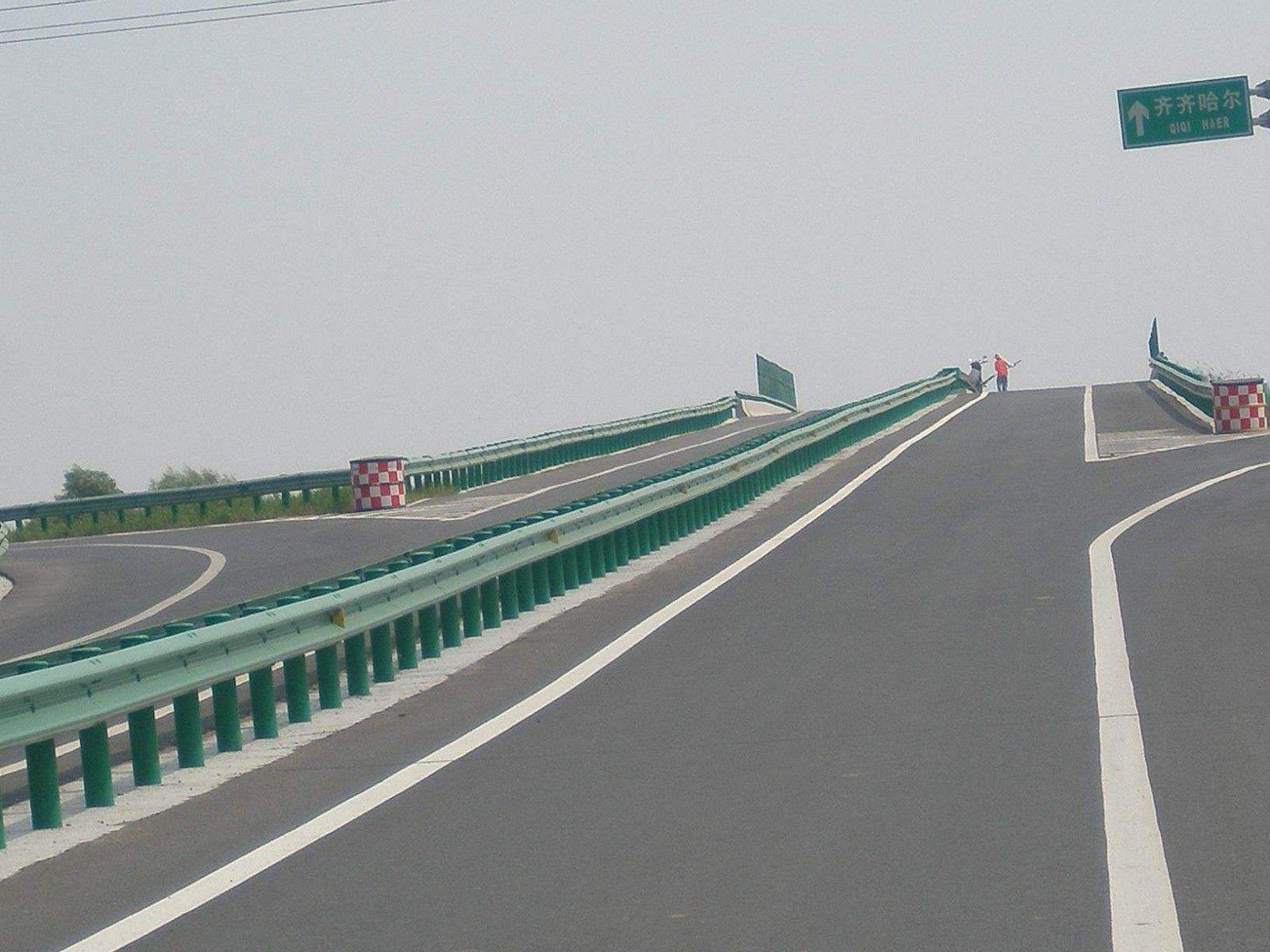 黑龙江牡丹江穆棱波形护栏板