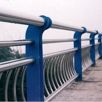 辽宁鞍山铁东不锈钢碳钢复合管护栏