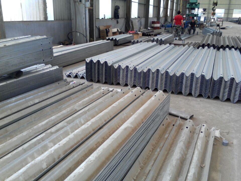 四川廣元昭化熱鍍鋅噴塑護欄板定制