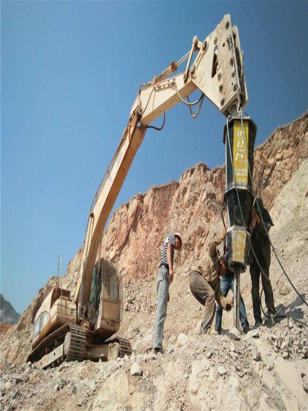 辽宁辽阳盘山工程建设碰到岩石打不开分裂器