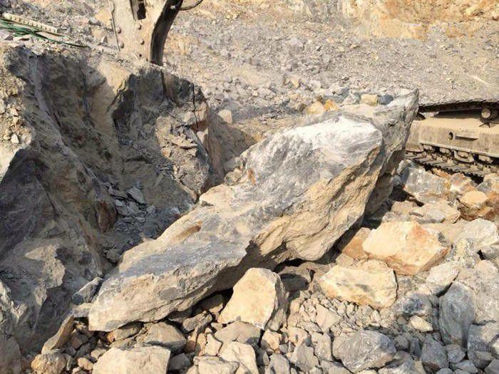 内蒙古兴安盟科尔沁右翼前旗岩石劈裂棒