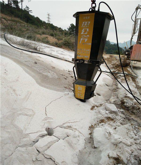 内蒙古赤峰林西斜井竖井开挖手持式岩石分裂机