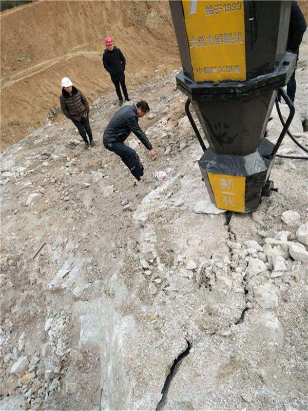 黑龙江大庆杜尔伯特蒙古族工程建设碰到岩石