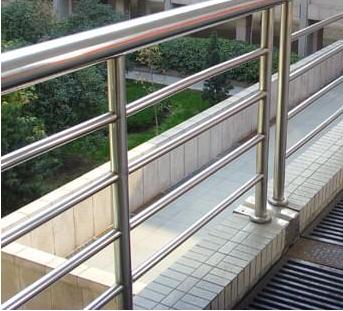 江苏无锡北塘不锈钢护窗栏杆安装