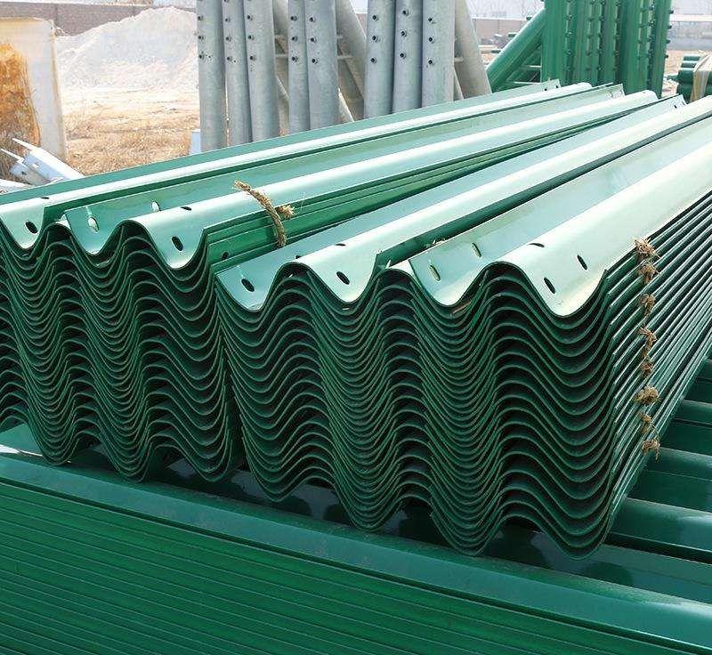 巴彦淖尔热镀锌喷塑护栏板工艺品质优异