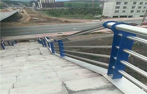 石嘴山环保不锈钢复合管栏杆先进设备