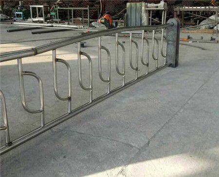 廣西防城港東興不銹鋼復合管護欄價新價格