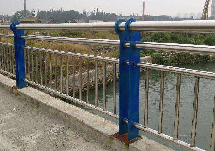 黑龙江哈尔滨香坊求购不锈钢复合管护栏欢迎