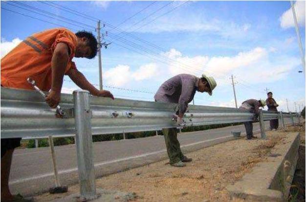 长治乡村公路护栏板如何合理安装与操作