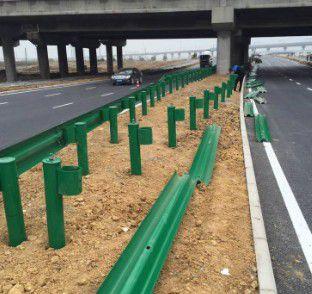 南阳方城喷塑镀锌两波护栏产品的辨别方法