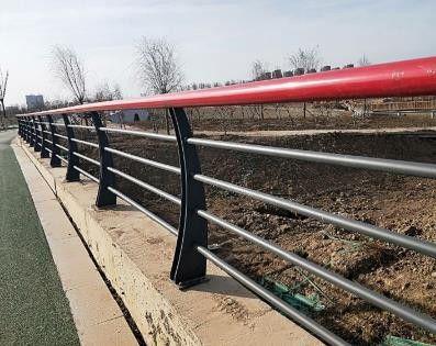 南通桥两侧护栏功能及特点