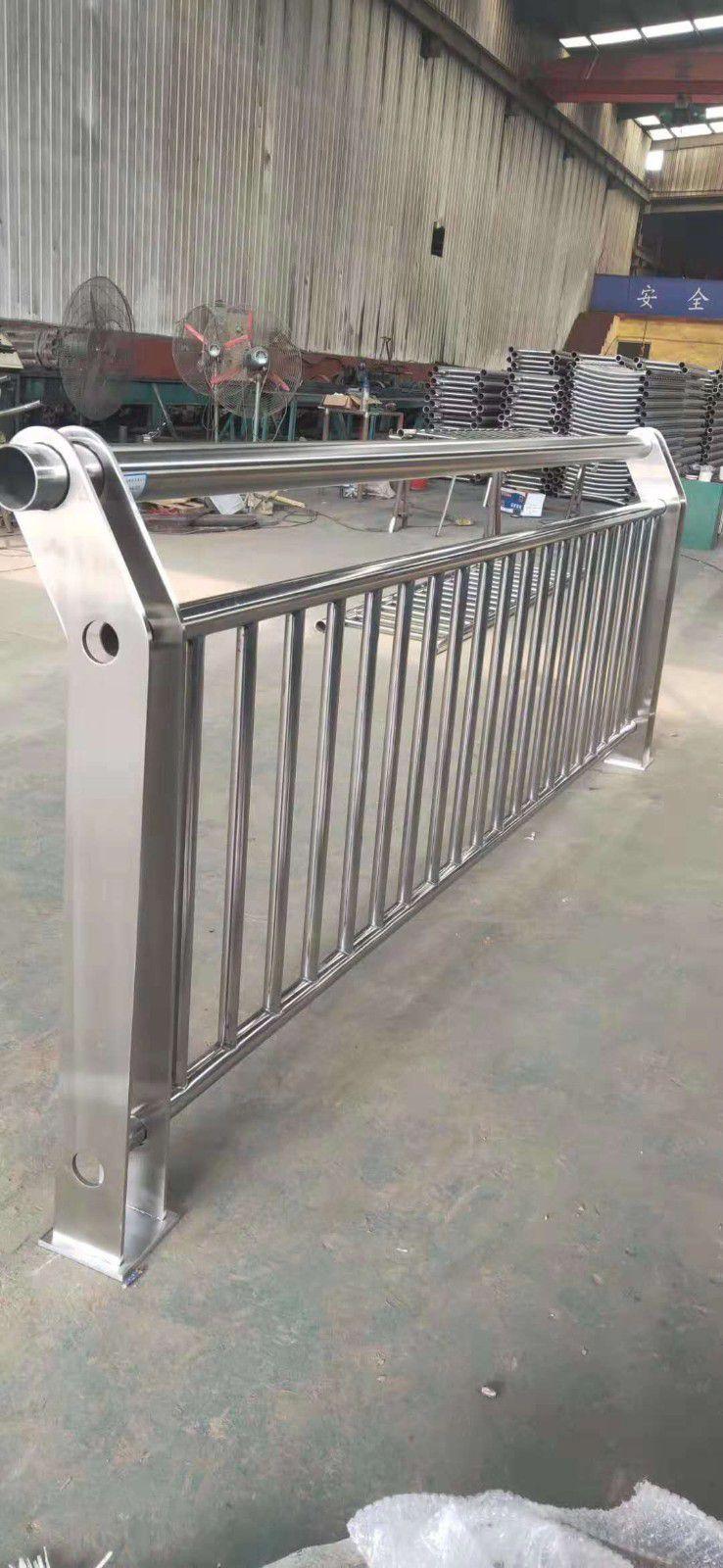 天水防撞栏杆钢立柱线上报价