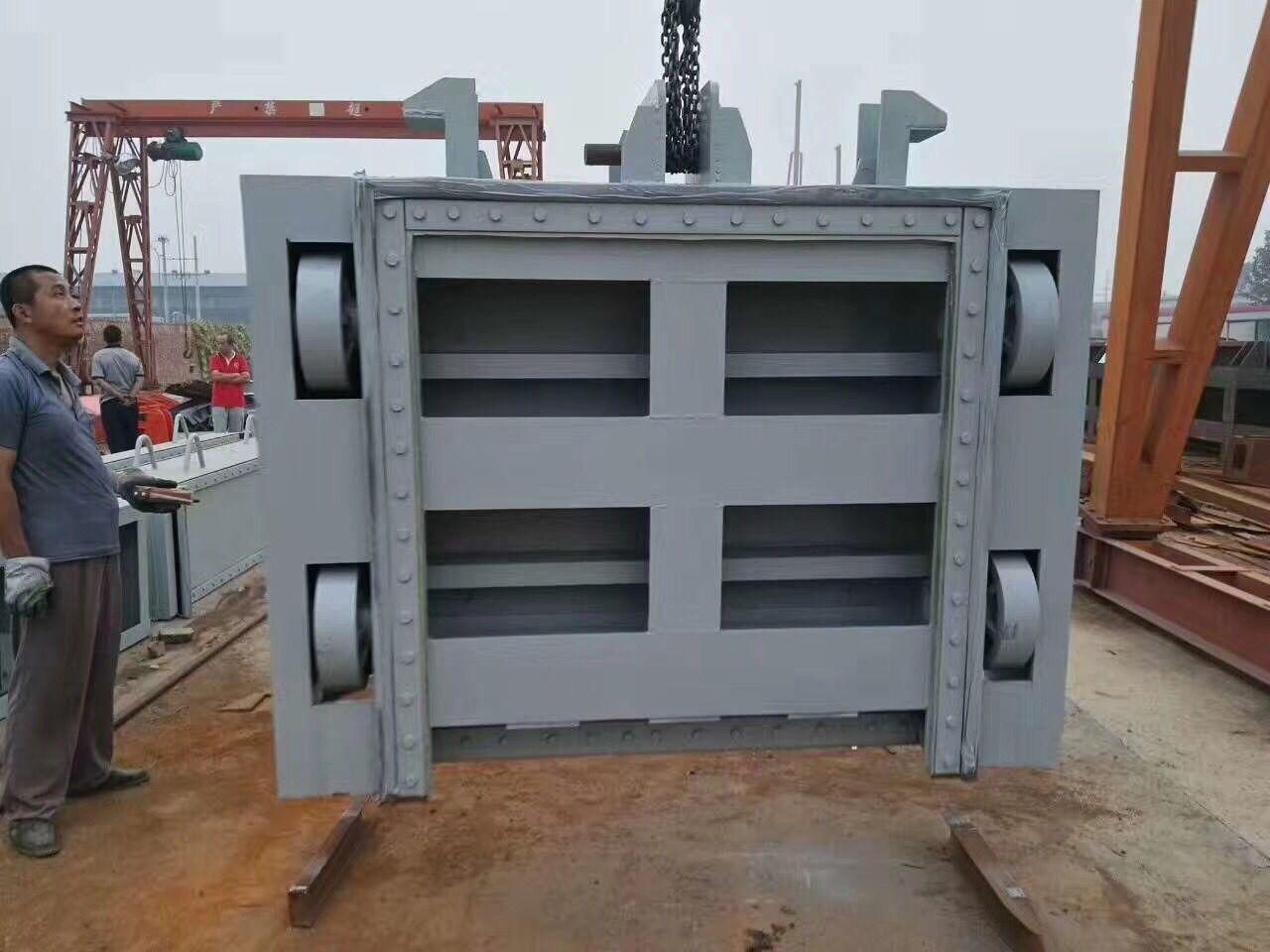 重慶潛孔式鋼閘門市場風高浪急