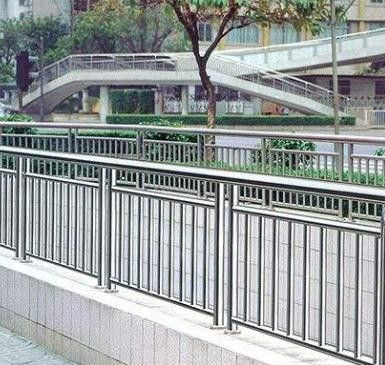 信阳工地护栏产品使用的注意事项