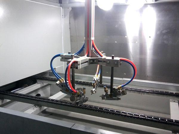 宁波专业加工静电喷塑设备新闻铝及铝合金的脱塑好好采用硫酸。如果使用有机溶剂脱塑,将会产生严重后果,尤其是在喷淋线上,涂层不但出现水孔,还会出现抽缩(发笑),使生产不能正常进行。这时只能停止生产,彻底吹扫脱水炉和固化炉,好好将前处理的各种药液和水洗的水全部更换。在浸泡线上,由于有碱蚀和出光工序,可以除去大部分杂质,所以情况稍好一些。但如果长时间使用,仍会出现上述现象。粉末涂料自身的水份含量高或受潮时,涂装后会出现不漏底的水孔,严重时会按喷枪的移动方向出现横条或竖条的凹陷。此时如果前处理不好,还会出现水孔。所