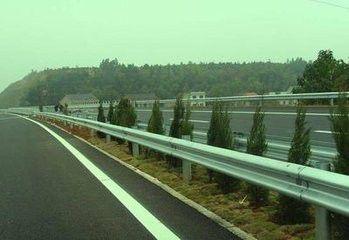 茄子河区波形护栏板与桥梁连接